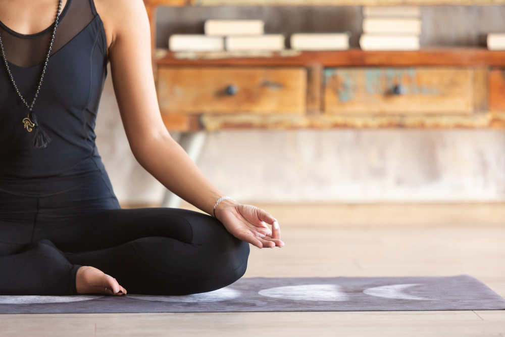 HOW TO MEDITATE AT HOME tips and tricks for beginners